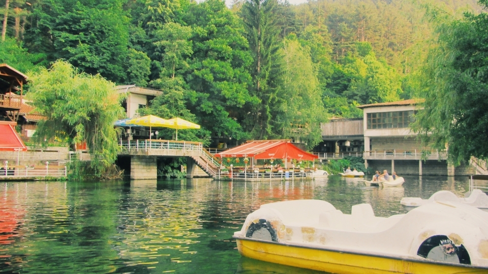 Езерото Клептуза - един красив парк във Велинград